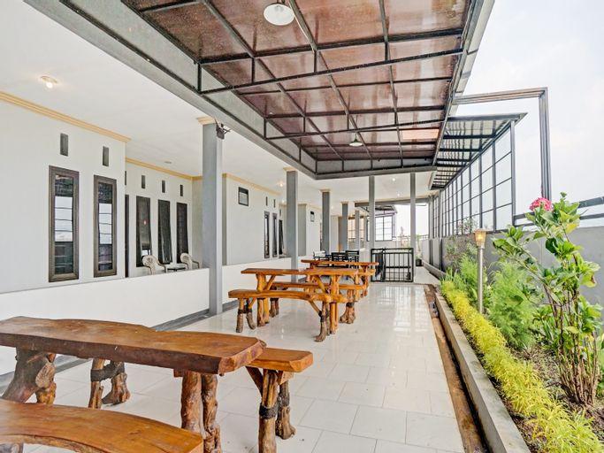 OYO 90396 The Halona Villa Batu, Malang