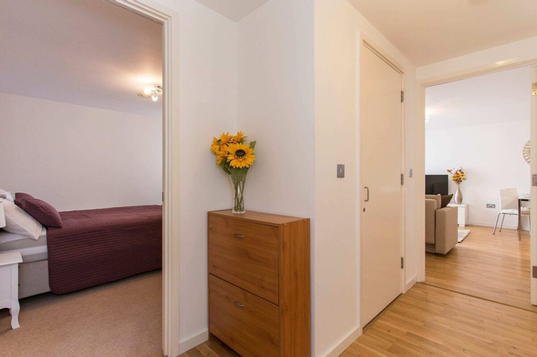 Luxury 1-Bed Apartment With Balcony In Greenwich, London