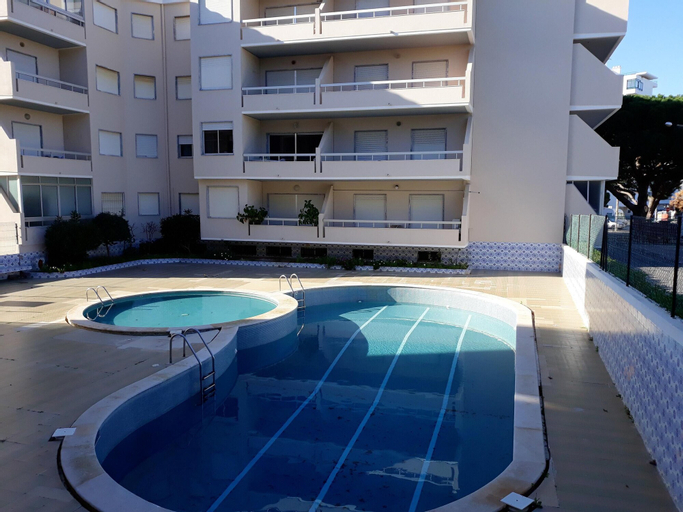 Apartment With 2 Bedrooms in Quarteira, With Shared Pool and Furnished Balcony - 200 m From the Beach, Loulé
