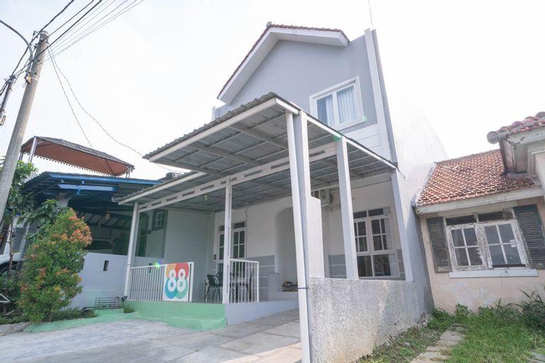 KoolKost near Taman Budaya Sentul, Bogor