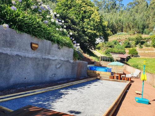 House with 2 bedrooms in Camacha with wonderful mountain view enclosed garden and WiFi 12 km from th, Santa Cruz