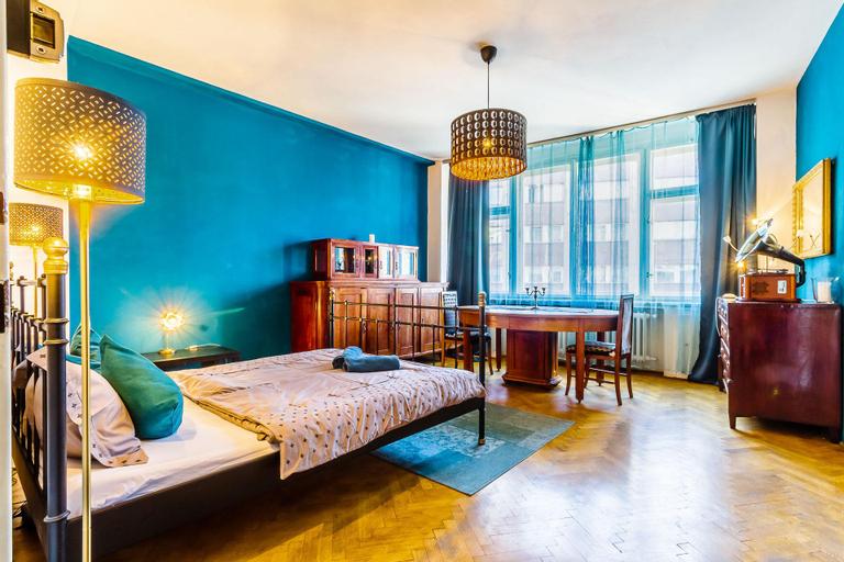 3BR Bright 80m2 Charming Apt in OldTown w/bath, Praha 7