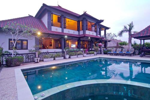 Huge (8800 Ft2) Beautiful 5/6 bed (child friendly) Spa Villa with stunning views, Badung