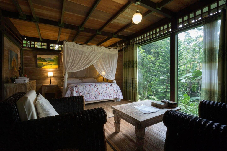 Mi Casa Guest House - Family room garden view, Banyuwangi