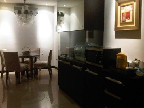2 Bedroom apt next to Emporium pluit shopping mal, 15 min to airport, North Jakarta
