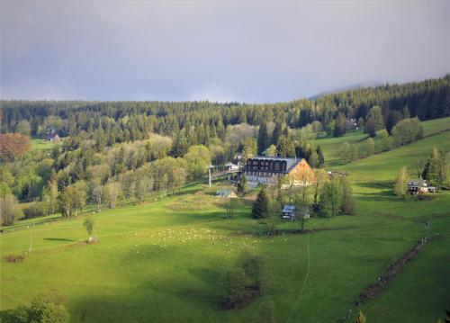 horsky hotel Lovcenka, Semily