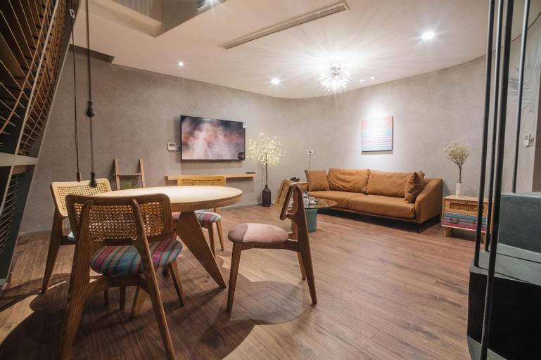 Stylish 100m2 Duplex in Hoan Kiem  2 BR w Tub , Hoàn Kiếm
