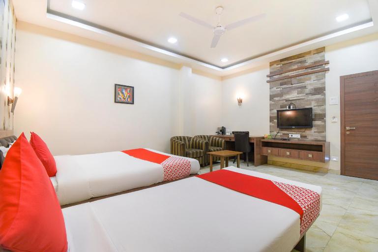 OYO 71457 Holiday Palace, Sivasagar