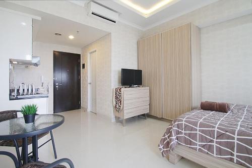 Westmark Apartment Near Taman Anggrek Mall by Aparian, West Jakarta