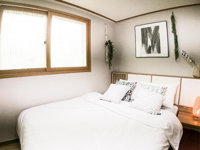 COOPIE HOUSE #3 (2 Rooms+2 Queen+Sofa bed+Netflix), Dongjak