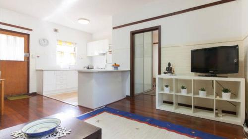 B4 Apartment close to City, UWA, Nedlands & Swan River, Subiaco