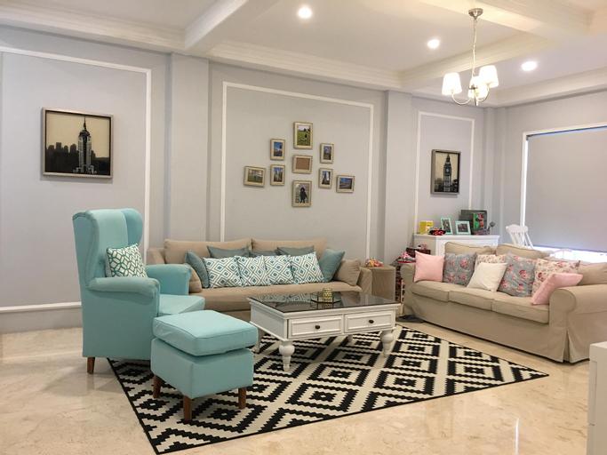 Lovely Luxurious Home in Strategic Central Jakarta, Central Jakarta