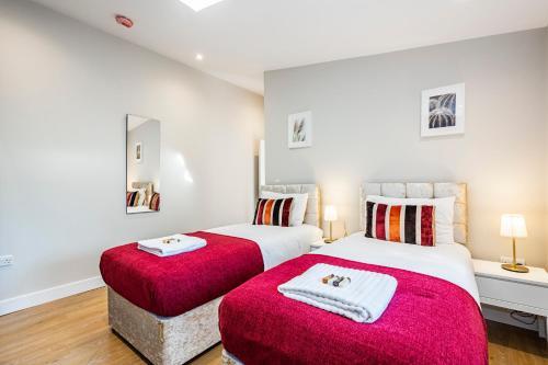 South Woodford 2 Bed En-Suite House, London