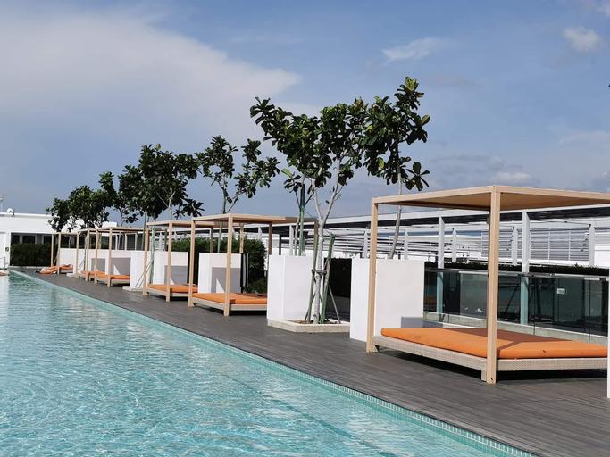 Stunning Infinity Pool, Sky Garden, Restaurants , Kota Kinabalu