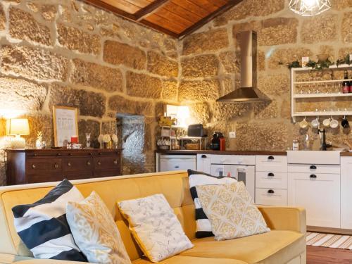 Countryside Mansion in Vale Abrigoso - Mezio with Patio, Castro Daire