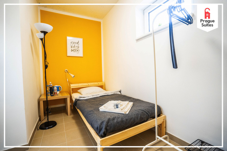 Small cozy room for travelers by Prague Suites, Praha 8