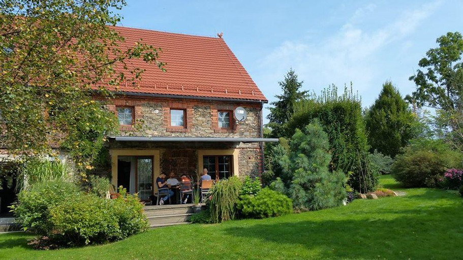 MINT HILL, a cozy countryside house on a lake. , Lubań