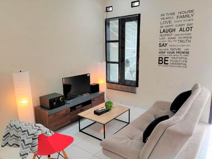 SLEEP HOUSE 2BR Wifi Unlimited, Cirebon