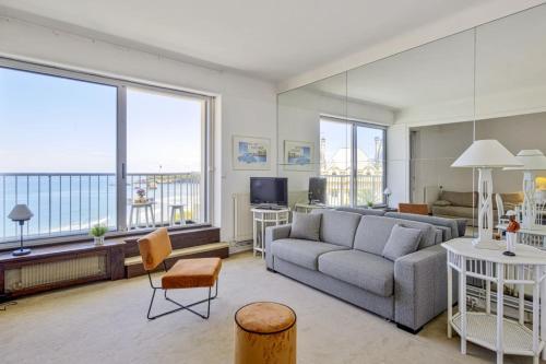 Studio w balcony and breathtaking view of Grand Plage Biarritz Welkeys, Pyrénées-Atlantiques