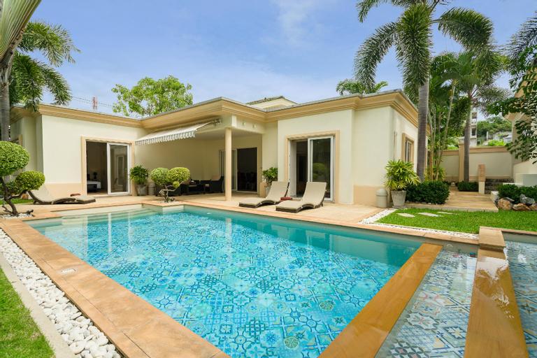 Luxury Pool Villa / 3 BR 6-8 Persons, Bang Lamung