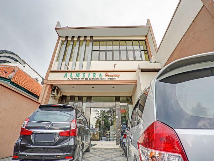 OYO 90442 Almeira Homestay Syariah Sub, Surabaya