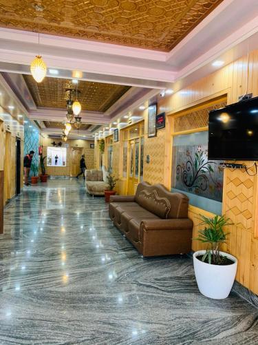 HOTEL SHUHRAH-i-AFAQ, Badgam