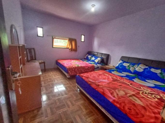 Elen Villa with Twin Room, Probolinggo