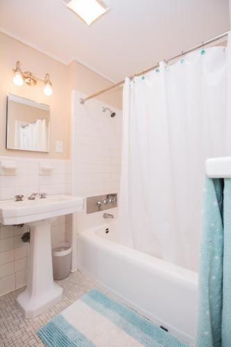 Large 1Bedroom Apartment, MGH, BU, MIT, Norfolk