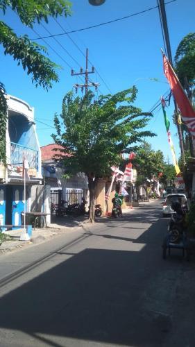 utama house, Surabaya