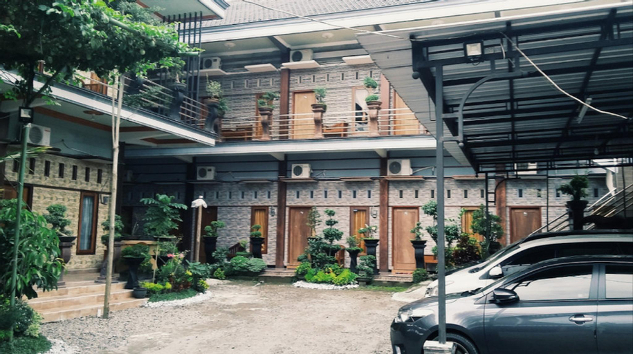 Clean Room for 1 pax | 4 min Bung Karno Grave, Blitar