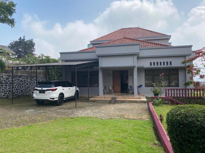 Family LUX Villa, Bogor