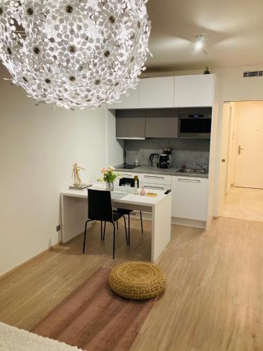 Apartement Blanc Harfa design, Praha 8
