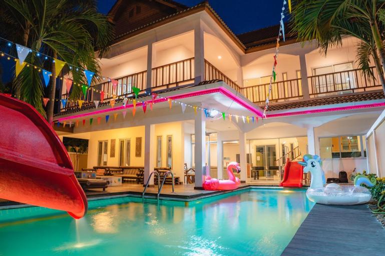 Party 047 Pool Villa, Pattaya
