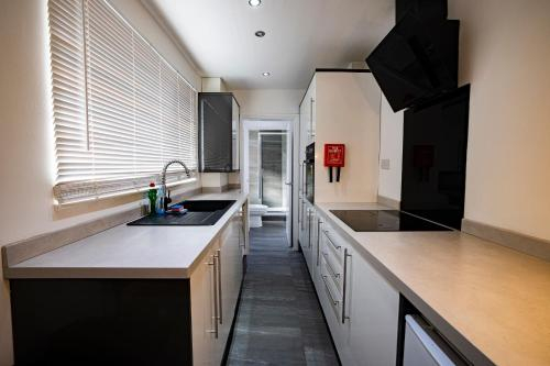 Roscoe House 4 Double Rooms Workstays UK, Middlesbrough