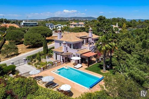Almancil Villa Sleeps 10 with Pool and WiFi, Loulé
