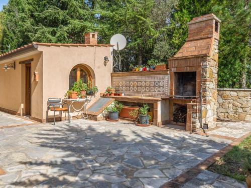 Inviting Farmhouse in San Venanzo with Garden, Terni