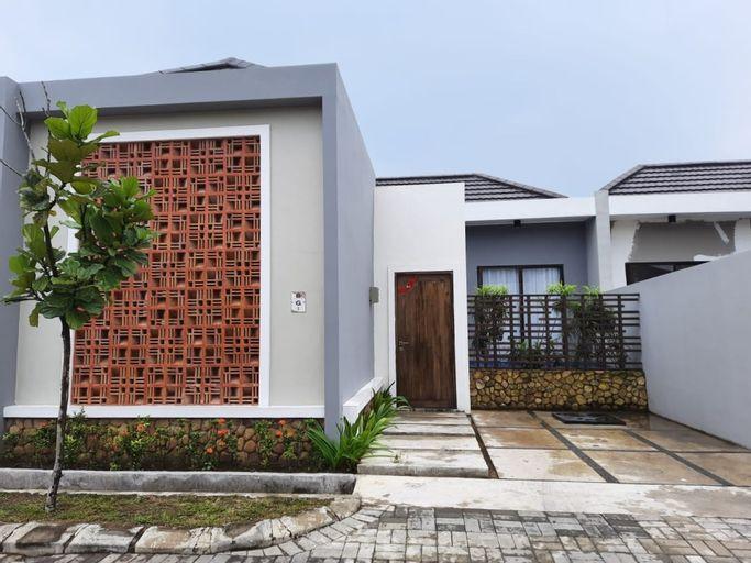 Villa Ubud Anyer - Villa Mungil 2 BR, Serang