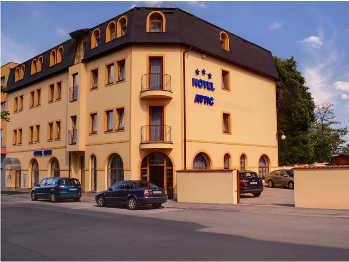 Hotel Attic, Praha 4