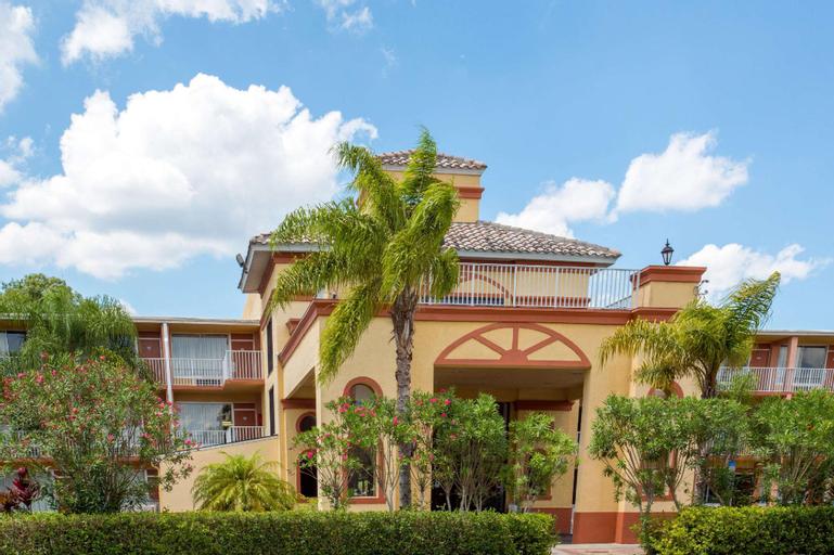 Howard Johnson by Wyndham Tropical Palms Kissimmee, Osceola