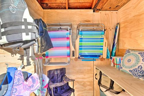 Charming Cottage about 5 Mi to Narragansett Beach!, Washington