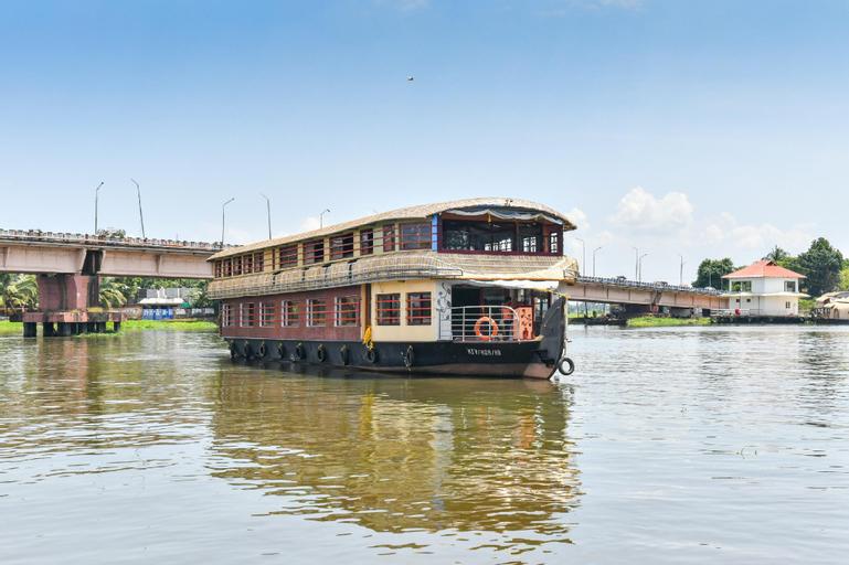 OYO 63020 Egc 4 Bhk Sharing Houseboat, Alappuzha