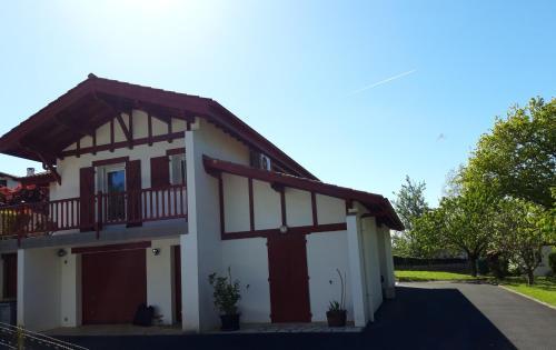 Appartement en rez de chaussee de maison, Pyrénées-Atlantiques
