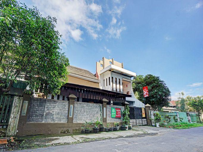 OYO 90375 P10 Syariah, Malang