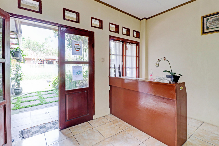 OYO 90461 Graha Atmadja Syariah Guest House, Bandung