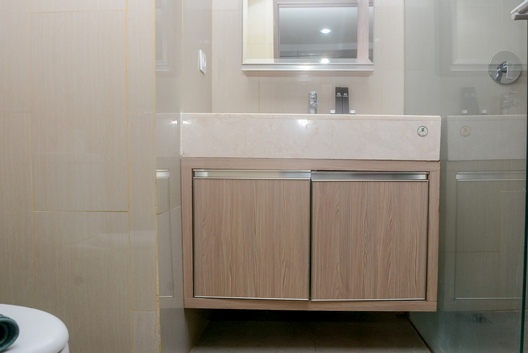 Fully Furnished with Comfortable Design Studio Apartment H Residence By Travelio, East Jakarta