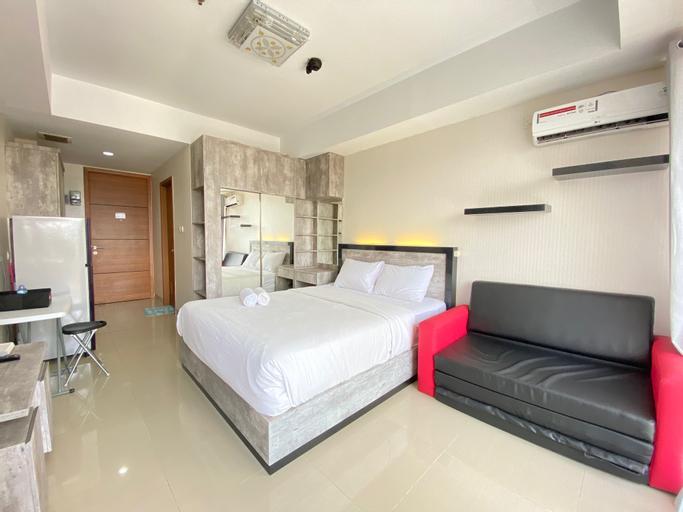 Bright Studio Room at Beverly Dago Apartment By Travelio, Bandung