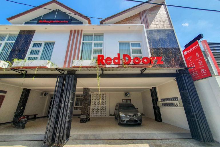 RedDoorz Syariah near Solo Paragon Mall 2, Solo