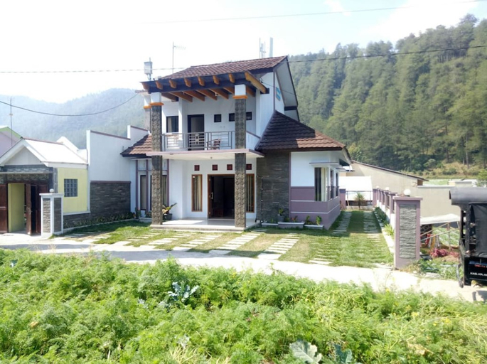 Villa Neapolitan, Karanganyar
