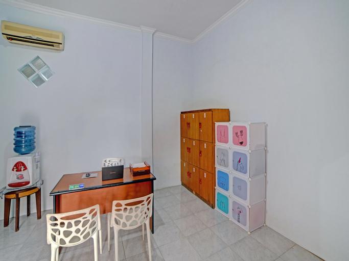 OYO 90503 Madina Residence, Medan