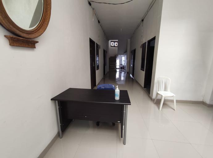 OYO 90595 Ferezsa Kost Syariah, Palembang